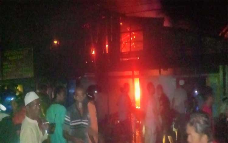 Suasana kebakaran yang terjadi di sekitar Pasar Saik