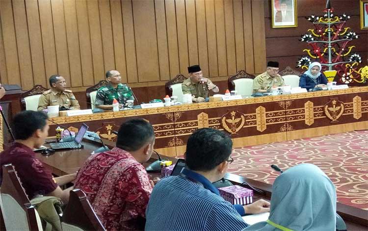 Rapat koordinasi soal akar Bajakah berlangsung di aula Eka Hapakat, Lantai III, kantor Gubernur Kalteng, Selasa, 20 Agustus 2019