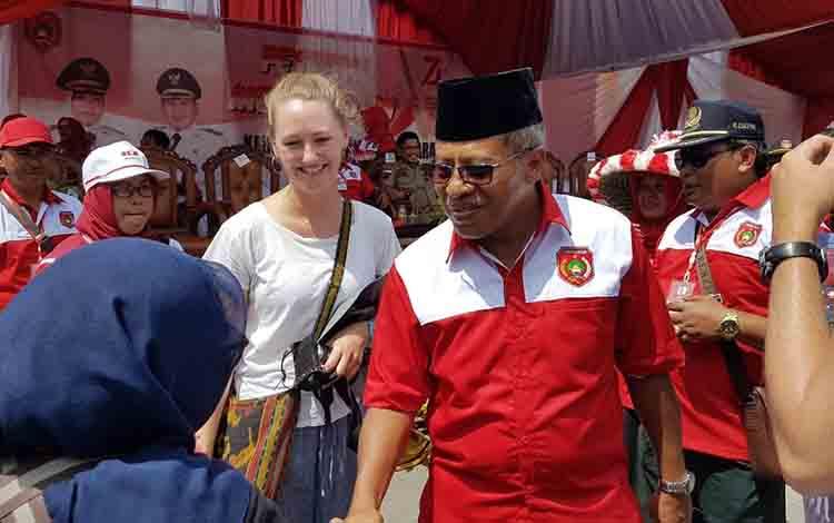 Sekretaris Daerah Kabupaten Kotawaringin Barat Suyanto saat menghadiri Festival Merah Putih, di Lapangan Tugu, Pangkalan Bun, Rabu, 21 Agustus 2019.