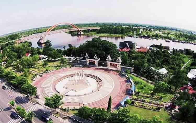 Jembatan Kahayan dan Tugu Soekarno ikon ibu kota Provinsi Kalimantan Tengah sebagai salah satu kandidat calon Ibu Kota RI selain Provinsi Kalimantan Timur.
