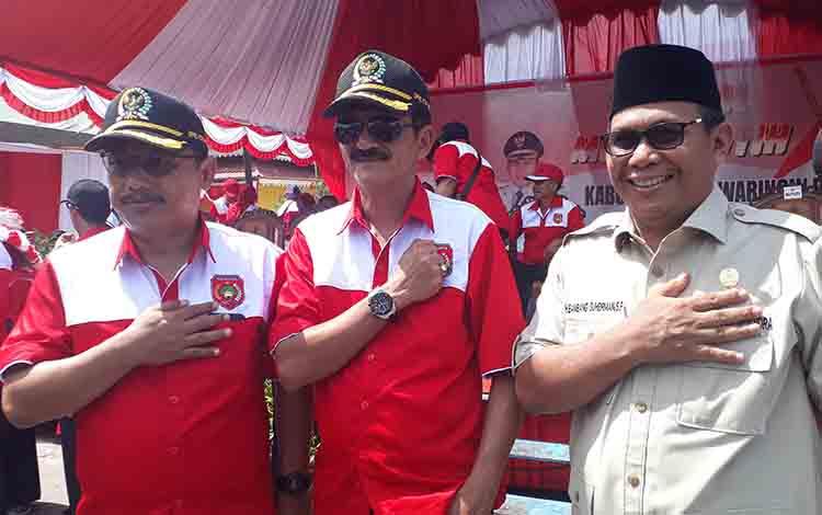 Ketua sementara DPRD Kobar Rusdi Gozali (kiri) bersama dua wakil I dan II DPRD Kobar.