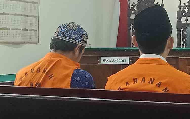 Pelajar SMA dan Ip, terdakwa kasus penganiayaan.