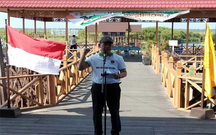 Sekretaris Daerah Provinsi Kalimantan Tengah Fahrizal Fitri menyampaikan sambutan pada peringatan Hari Konservasi Alam Nasional yang ke-11 di Dermaga Kereng Bengkirai, Palangka Raya, Rabu, 21 Agustus 2019