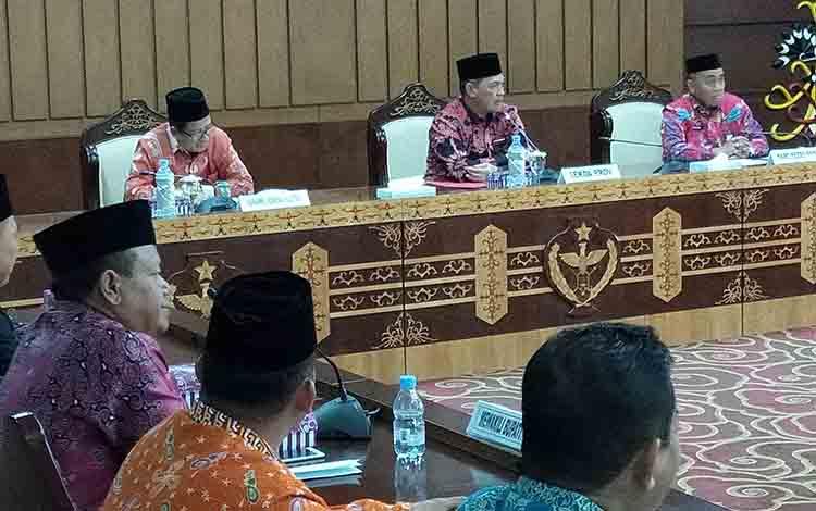 Rapat pembahasan penyambutan jamaah haji asal Kalteng, Kamis, 22 Agustus 2019.
