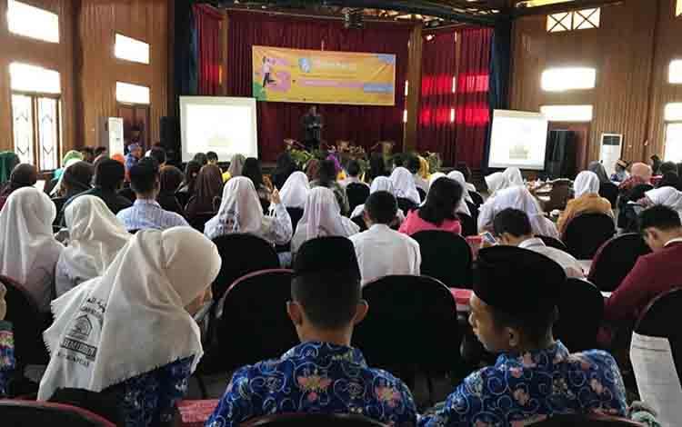 Suasana kampanye penurunan stunting lewat Forum Sosialisasi Generasi Bersih dan Sehat di GPU Manggatang Tarung, Kuala Kapuas, Kamis, 22 Agustus 2019.