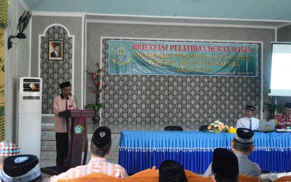 Ketua LPTQ Kapuas Muchtar Ruslan saat memberikan arahan pada Orientasi Pelatihan Dewan Hakim MTQ di Aula Kemenag Kapuas, Kamis, 22 Agustus 2019.