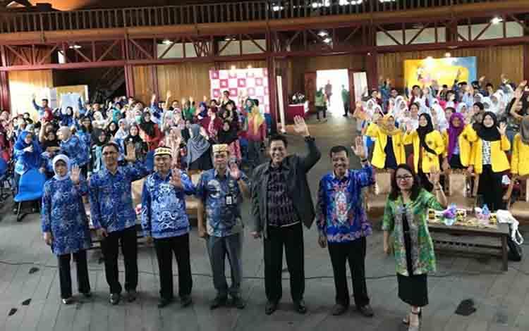 Suasana para pelajar dan panitia usai kegiatan kampanye penurunan prevalensi stunting di Aula GPU Manggatang Tarung Kuala Kapuas pada Kamis, 22 Agustus 2019