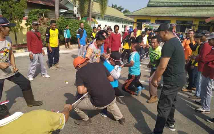 Lomba tarik tambang yang digelar Dinas PUPR Pulang Pisau, Jumat, 23 Agustus 2019.
