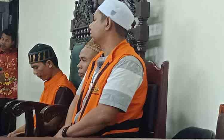 Tiga tersdakwa illegal loging saat jalani sidang, AJ, Mar, dan Kas