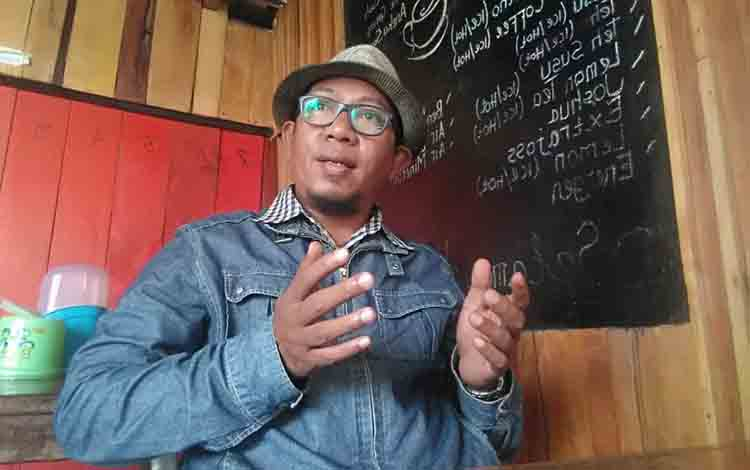 Pengamat bola mantan pemain bola bersama Assaabab Surabaya dan Mitra Surabaya di Liga Indonesia 1990, Yusro Arodi.