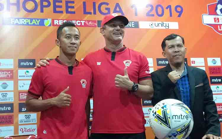 Gomes De Oliveira (tengah) memastikan mampu tampil apik dalam laga melawan Bhayangkara FC.