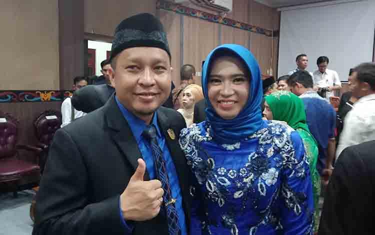Anggota DPRD Kotim Syahbana bersama istri.