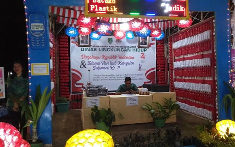 Stan pameran Dinas Lingkungan Hidup (DLH) pada acara Sukamara Fair, Sabtu, (24/8).