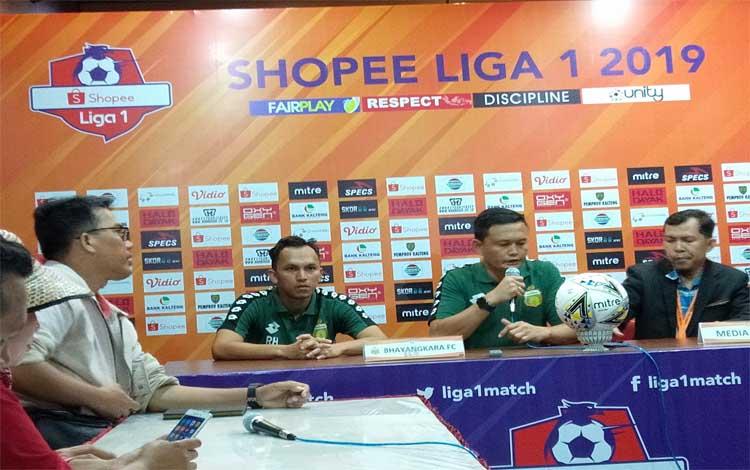 Pelatih Sementara Bhayangkara FC, Yeyen Tumena menjelaskan ke awak media seusai laga melawan Kalteng Putra, Minggu, 25 Agustus 2019