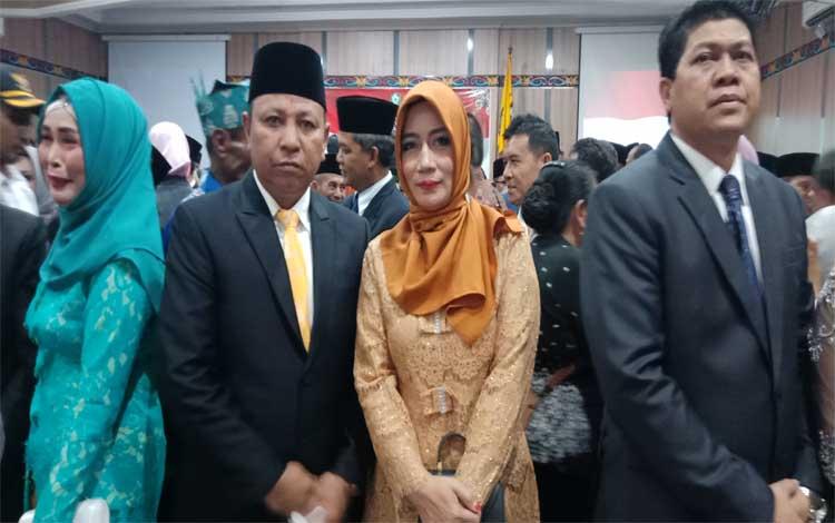 Anggota DPRD Kotim, Rudianur dan istri