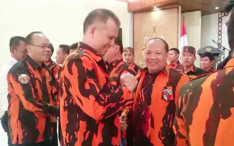 Bupati Gunung Mas Jaya S Monong mengucapkan selamat kepada pengurus Pemuda Pancasila Kabupaten Gunung Mas.