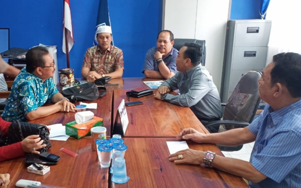 Sejumlah anggota DPRD Kapuas membahas pembentukan fraksi Keadilan Amanat Bangsa, Senin, 26 Agustus 2019.