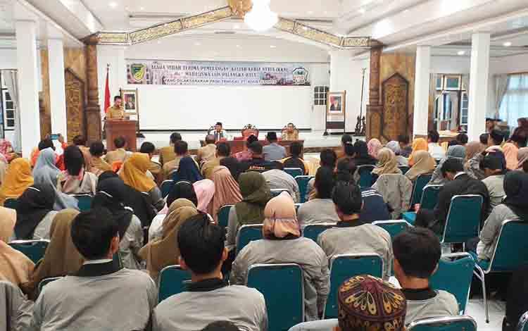 Bupati Barito Utara H Nadalsyah saat memberikan sambutan sekaligus melepas Mahasiswa IAIN Palangka Raya yang KKN di Barito Utara, Selasa 27 Agustus 2019