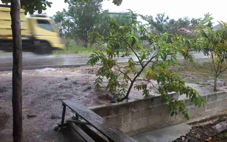 Hujan lebat mengguyur Kota Kasongan, Selasa, 27 Agustus pagi, dan hingga siang ini cuaca masih mendung