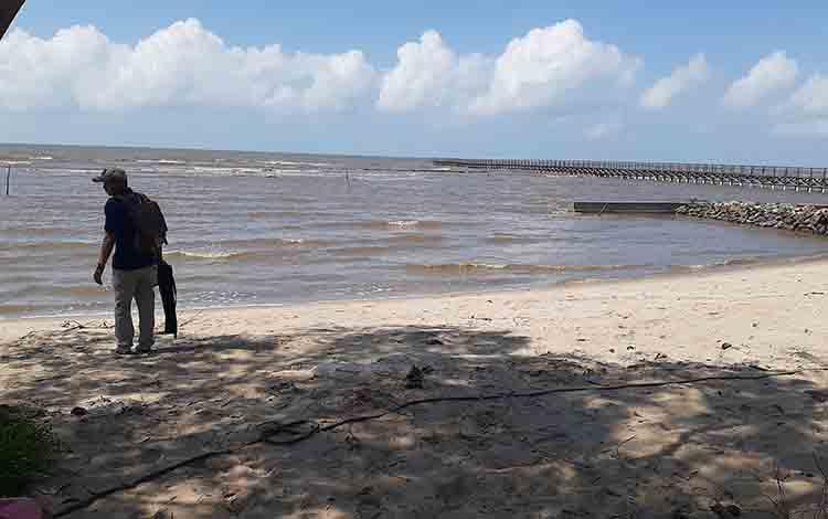 Pantai Citra, Desa Cabang Barat, Kecamatan Oantai Lunci, Kabupaten Sukamara.