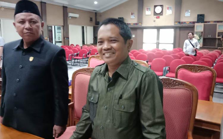Anggota DPRD Kotim, H Abdul Kadir (kanan)  dan H Rudianur