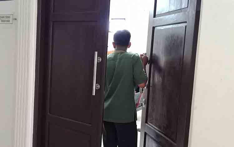 Depan ruang tunggu ramah anak Pengadilan Negeri Sampit.