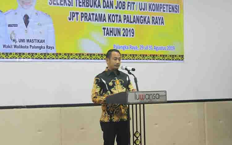 Wali Kota Palangka Raya, Fairid Naparin membuka kegiatan seleksi terbuka dan uji kompeten