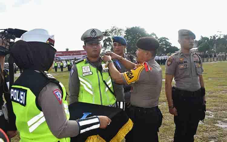 Kapolda Kalteng Irjen Ilham Salahudin memimpin apel gelar pasukan Operasi Patuh Telabang, Kamis, 29 Agustus 2019.