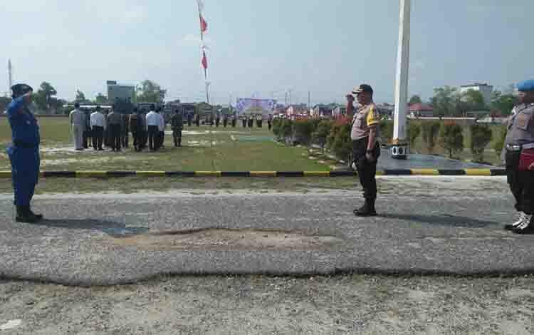 Wakapolres Katingan Kompol OK Azhar memimpin Apel Gelar Pasukan Operasi Patuh Telabang di halaman Polres, Kamis, 29 Agustus 2019.
