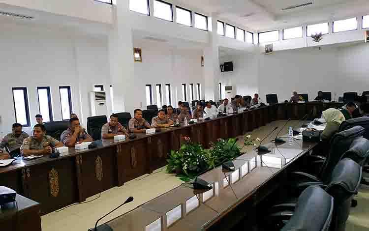 Rapat dengan pendapat antara Polres dan DPRD Kabupaten Barito Utara, Kamis, 29 Agustus 2019.