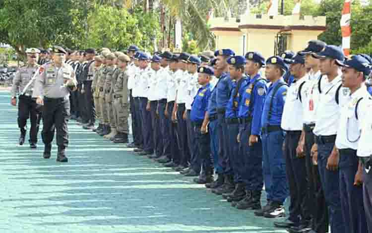 Kapolres Seruyan AKBP Ramon Zamora Ginting mengecek pasukan Operasi Patuh Telabang, Kamis 28 Agustus 2019