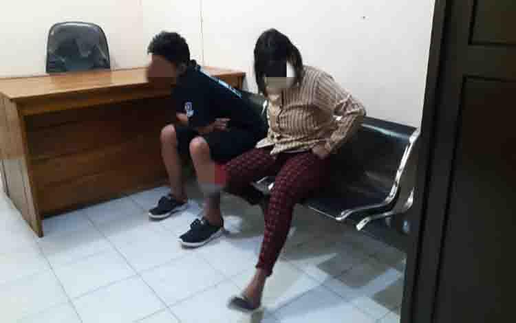 Pasangan kekasih yang diduga berbuat mesum dan ditangkap Satpol PP Kobar