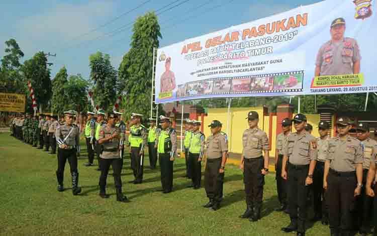 Kapolres Bartim AKBP Zulham Effendi memimpin apel gelar pasukan Operasi Patuh Telabang 2019