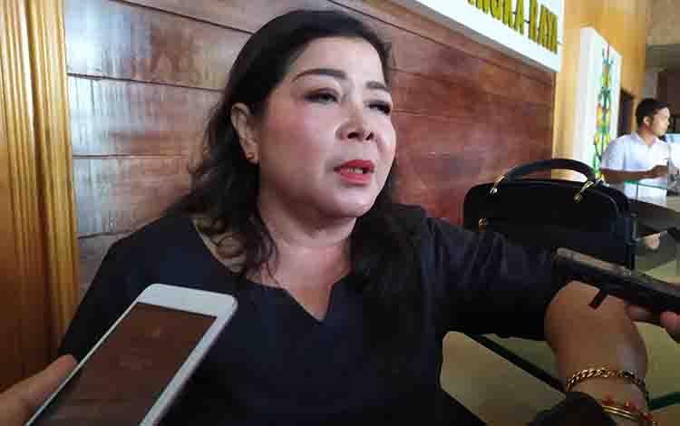 Anggota DPRD Kota Palangka Raya, Nenie Adriaty Lambung