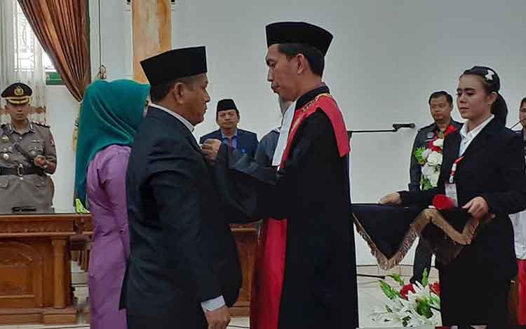 Ketua Sementara DPRD Sukamara Deni Khaidir seusai dilantik beberapa waktu lalu