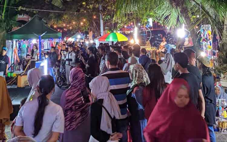Konsep pasar malam yang bisa dimanfaatkan sebagai tempat nongkrong inilah yang bakal disajikan dalam kegiatan Begoyap Night Market yang rencananya digelar Pemerintah Kelurahan Raja, 7-8 September 2019.