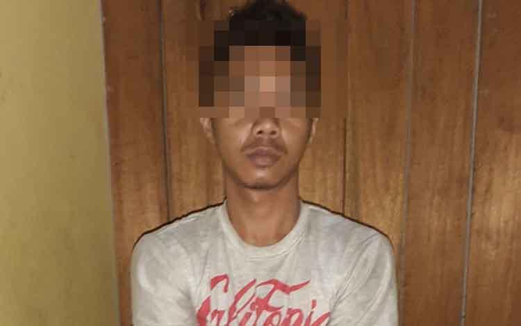 Tersangka Penggelapan Sepeda Motor Muhaimin Alias Momo (29) warga Palangka Raya diamankan di Polsek Dusun Tengah, Barito Timur