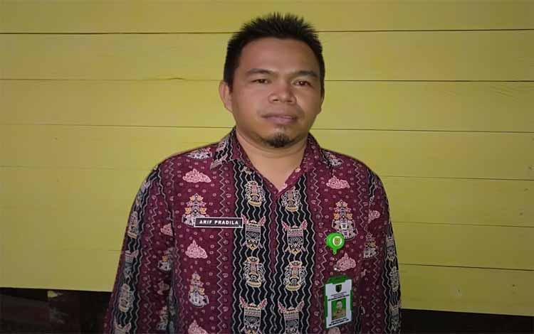 Pejabat Kades Pararapak, Arif Pradila saat menyampaikan akan pentingnya promosi nanas perigi di Barito Selatan Expo
