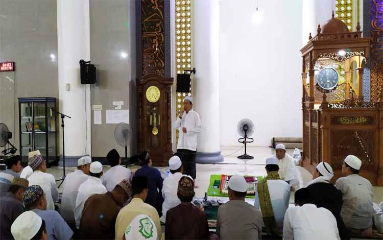 Wakil Bupati Murung Raya menyampaikan sambutannya pada Murung Raya Berzikir dalam rangka memperingati 1 Muharram 1441 Hijriah