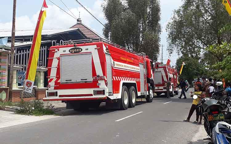 Kebakaran terjadi gudang toko bangunan di Jalan GM Arsyad, Pangkalan Bun, Senin, 2 September 2019. Api diduga berasal darirokok elektronik atau vapor.