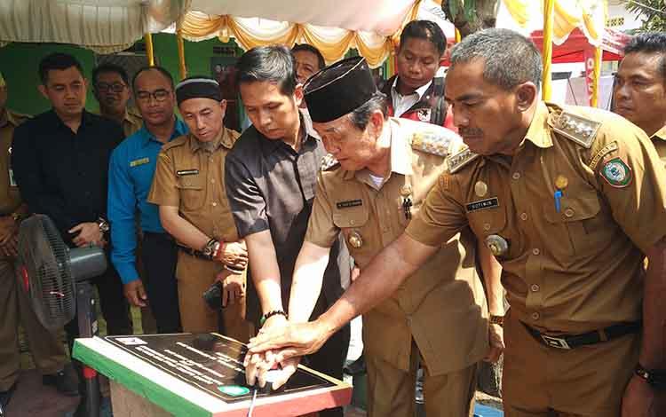 Wakil Bupati Kotim Taufiq Mukri meresmikan BPM Program Kotaku. Sementara itu Pemkab Kotawaringin Timur memperlukan partisipasi masyarakat untuk penanganan kawasan kumuh