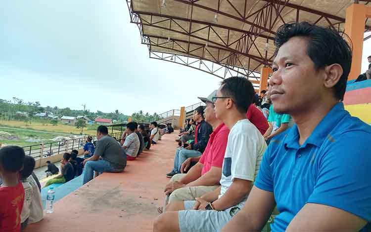 Ketua KONI (Komite Olahraga Nasional Indonesia) Kabupaten Pulang PisauMinggus Nopeni meminta Turnamen Sepakbola Bupati Cup XVI di Pulang Pisau berjalan adil.