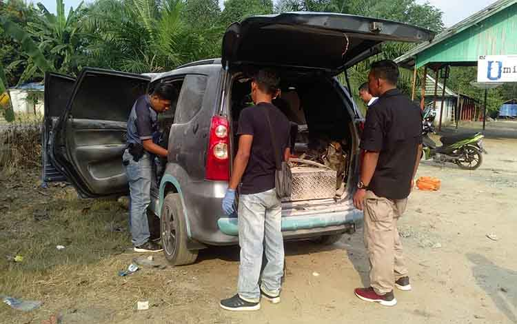 Mobil Toyota Avanza terbakar selepas mengisi bahan bakar minyak (BBM) di SPBU jalan lintas, Kabupaten Pulang Pisau, Selasa 3 September 2019.