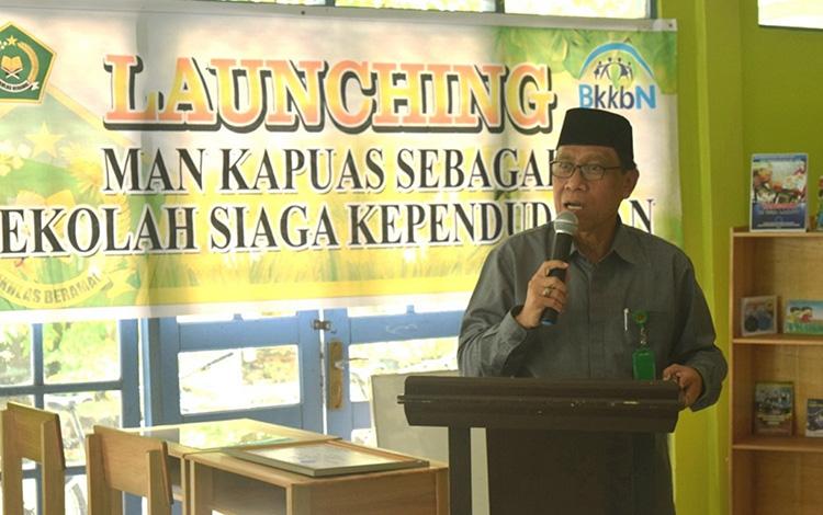 Kepala Kemenag Kapuas Ahmad Bahruni saat memberi apresiasi kepada MAN Kapuas yang ditunjuk jadi Pilot Project Sekolah Siaga Kependudukan oleh BKKBN Kalteng, Rabu, 4 September 2019.