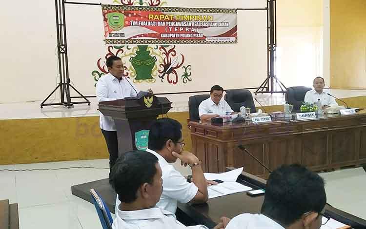 Bupati Pulang Pisau Edy Pratowo saat Rapim Tepra, Rabu, 4 September 2019. Bupati memerintahkan kepala SOPD segera merealisasikan program kerja.