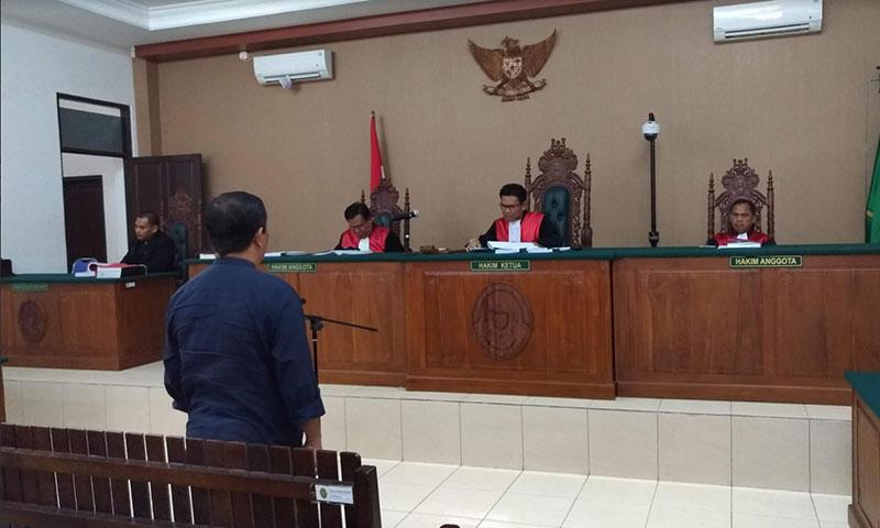 Mantan Bupati Katingan Ahmad Yantenglie saat menjalani persidangan di Pengadilan Tipikor Palangka Raya, beberapa waktu lalu. Ia mengajukan banding atas vonis perkara korupsi.