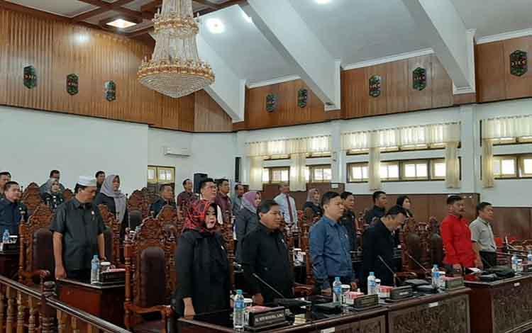 Anggota DPRD Kapuas menggelar Rapat Paripurna Internal dengan agenda pengumuman fraksi di ruang rapat paripurna pada Rabu, 4 September 2019.
