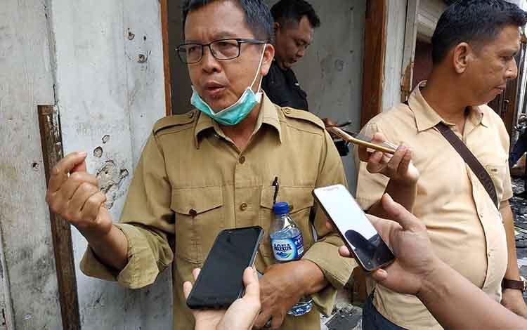 Kepala Disdagrin Kabupaten Barito Utara Hajrannor saat memberikan keterangan wartawan, beberapa waktu lalu. Ia menyampaikan, proyek Pasar Pendopo di Kota Muara Teweh, yang terbakar beberapa tahun lalu, saat ini masih dalam tahap lelang.