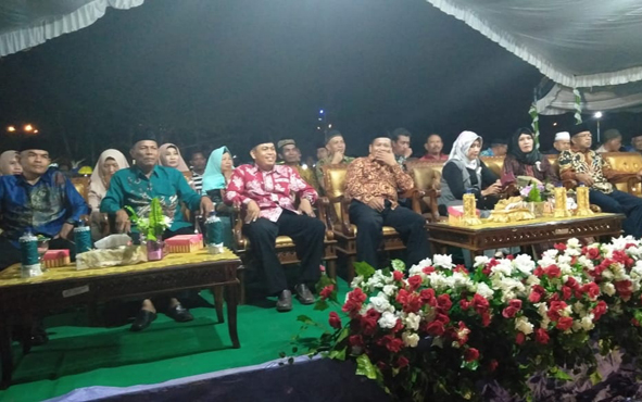 Festival Rebana, Hadrah, dan Kontes Dandut Sukamara (KDS) yang digelar Pemerintah Kabupaten Sukamara sejak 2 September 2019, resmi ditutup oleh Wakil Bupati Ahmadi, Jumat, 6 September 2019.