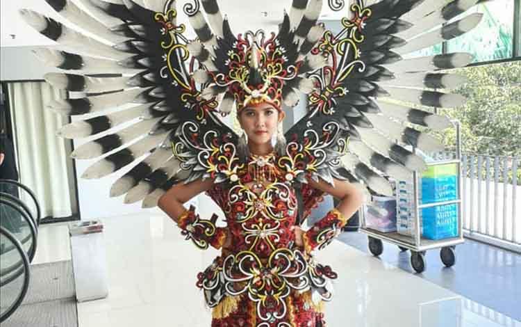 Ajeng Dwi Andra, Duta Kalimantan Tengah berhasil meraih 2 gelar nasional diajang Miss Earth Indonesia, Jumat, 6 September 2019